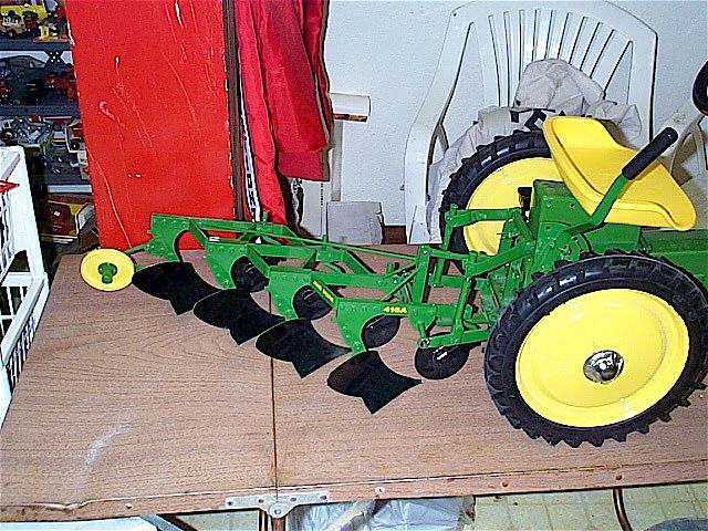 Pedal Tractor Replacement Parts : Ih